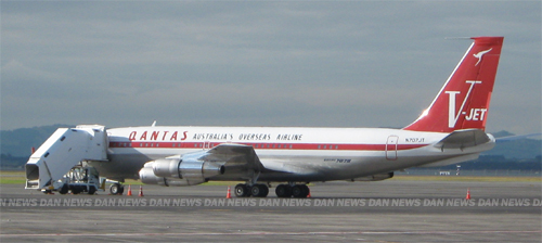 Dan News Exclusive: Travoltas retro Qantas at Auckland Airport